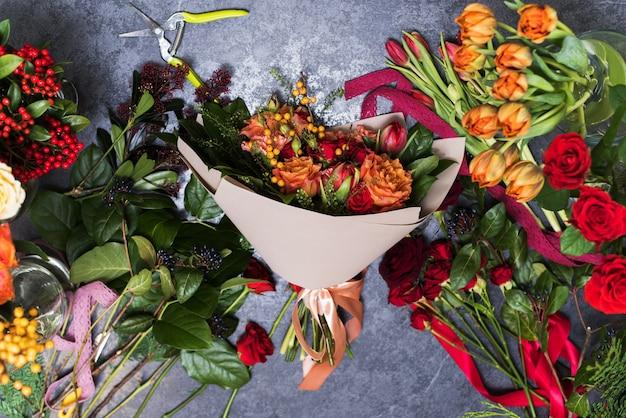 3月8日と母の日の贈り物と花束のコンセプト