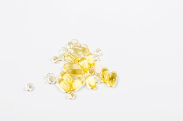 Витаминно-желатиновые капсулы, таблетки омега-3 или витамина d3