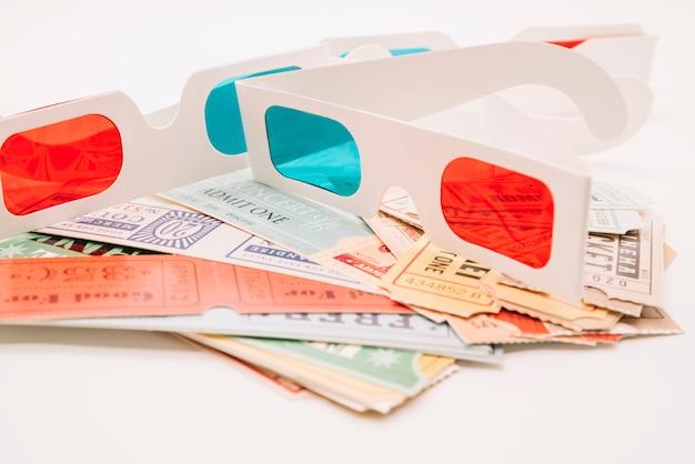 映画館のチケットと3 dメガネ