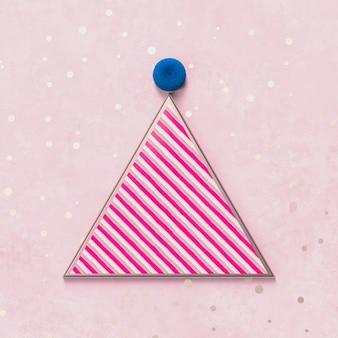 ピンクのキャンディーの質感を持つ製品表示のための創造的なクリスマスパーティーハット。 3 dクリスマスの背景。上面図。フラット横たわっていた。