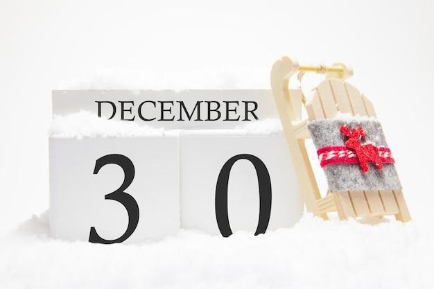 冬月の30日目の12月の木製カレンダー。