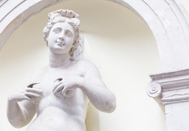 이탈리아 공원에 있는 300년 된 풍요의 여신상, 석방 필요 없음