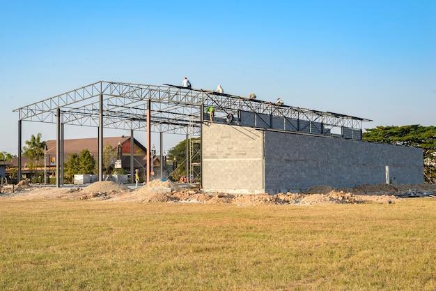 Структура строящегося здания, более 30 процентов