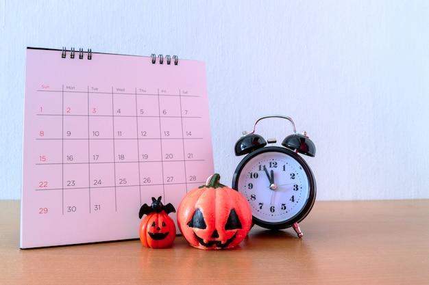 Приближается хэллоуин 31 октября в календаре. концепция trick and treat