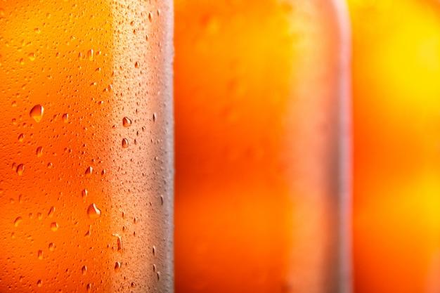 3つの新鮮なビール瓶