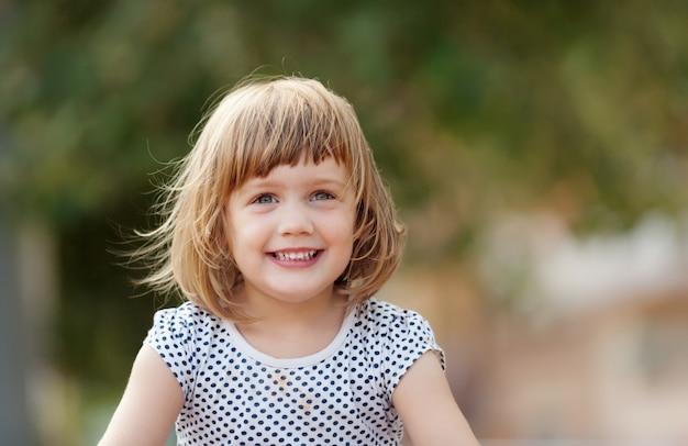 3歳の赤ちゃん少女