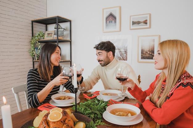 3人の友人とクリスマスディナー