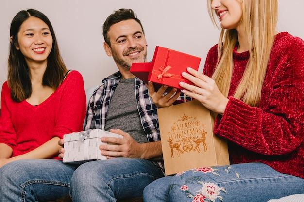 お互いの贈り物の3つのグループ