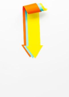 下向きの3つの複数の色付き矢印