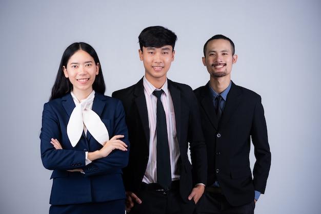 Портрет умной бизнес-команды, 3 азиата