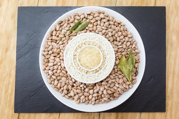 3種類の生米と豆