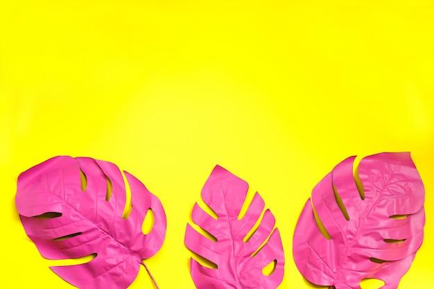 モンステラの3つの塗装熱帯ヤシの葉