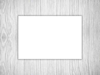 3D пустой кусок белой бумаги на деревянной текстуре