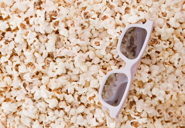 Фон. попкорн и 3d очки вид сверху, и место для текста. плоская планировка. copyspace
