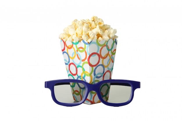 白で隔離されるポップコーンと3 dメガネと段ボール箱
