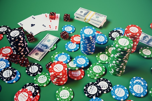 เกมคาสิโนภาพประกอบ 3 มิติ  ชิปเล่นไพ่โป๊กเกอร์  ชิปโป๊กเกอร์ลูกเต๋าแดงและเงินบนโต๊ะสีเขียว  แนวคิดคาสิโนออนไลน์