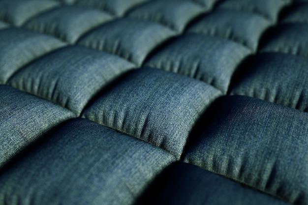 Трехмерная иллюстрация реалистичной конструкции дивана. 3d графика, серые подушечки, чехол на диван. 3d графика, крупный план