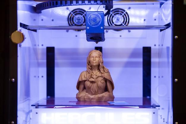 3d 프린터 인쇄. 새로운 인쇄 기술의 프로세스를 닫습니다.