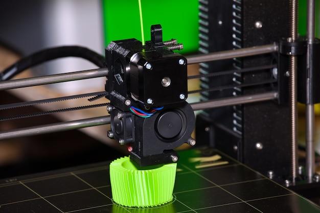 3dプリンタ。印刷プロセスのクローズアップ