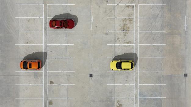 3d визуализация. пустые автостоянки, вид с воздуха.