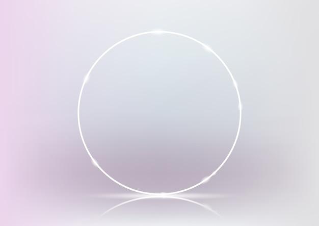 3d визуализация светящегося белого неонового кольца на светло-розовом и белом фоне