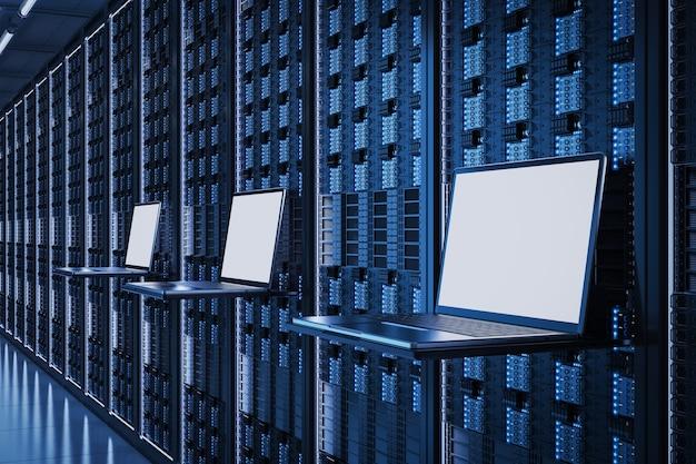サーバールームで空の画面のコンピューターノートブックを3dレンダリング