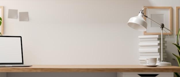3d-рендеринг, домашний офисный стол с копией пространства, ноутбук, стопка книг и украшения на деревянном столе