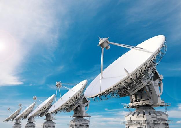 3d рендеринг спутниковой антенны на фоне голубого неба