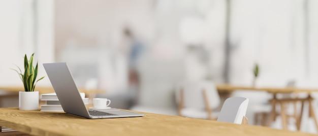 3d-рендеринг, вид сбоку рабочего пространства с ноутбуком, горшок для растений и копией пространства на деревянном столе