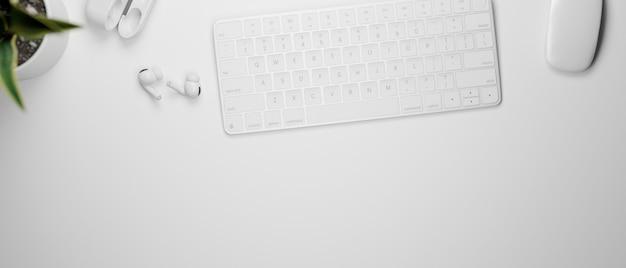 컴퓨터 키보드 마우스와 이어폰 흰색 작업 공간의 3d 렌더링 상위 뷰
