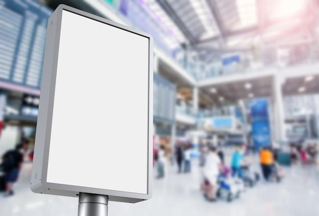 3d рендеринг вертикального рекламного щита в аэропорту