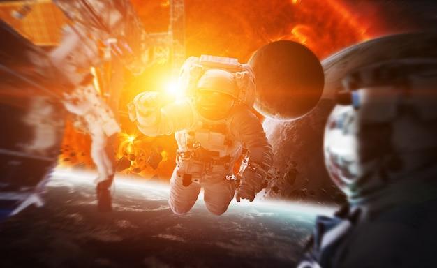 Астронавт, плавающий в космосе 3d-рендеринг элементов