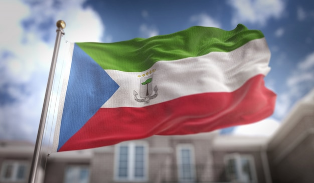 青空ビルの背景に赤道ギニアの旗の3dレンダリング