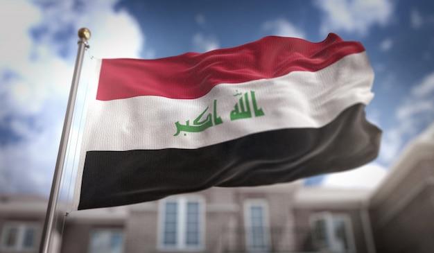 イラク旗3dレンダリングの青空の建物の背景