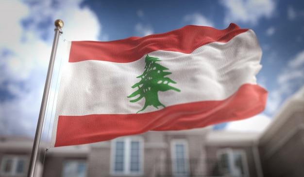 レバノンフラグ3dレンダリング、ブルースカイの建物の背景