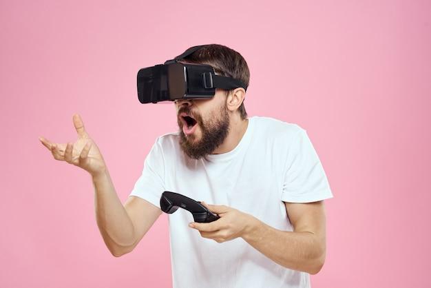 Человек в 3d очках играет в компьютерную игру