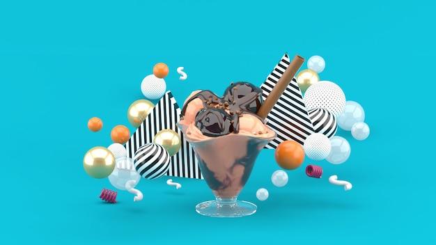 Мороженое в стеклянной чашке в окружении разноцветных шариков на синем. 3d-рендеринг.