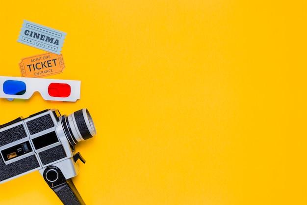 Винтажная видеокамера с 3d-очками и билетами в кино