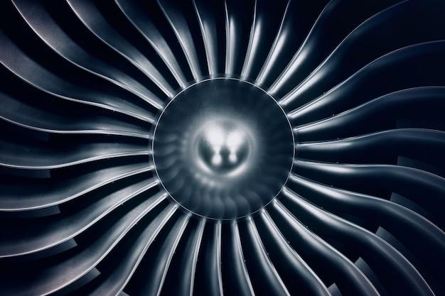 3dレンダリングジェットエンジン、クローズアップビューのジェットエンジンブレード。青い色合い。