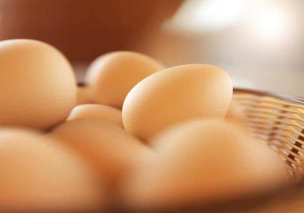 かごの中の茶色の卵。 3dレンダリング図