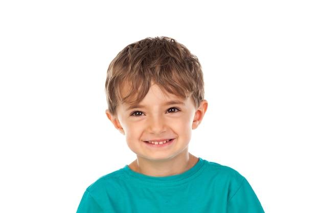 4歳のかわいい子供と緑のtシャツ