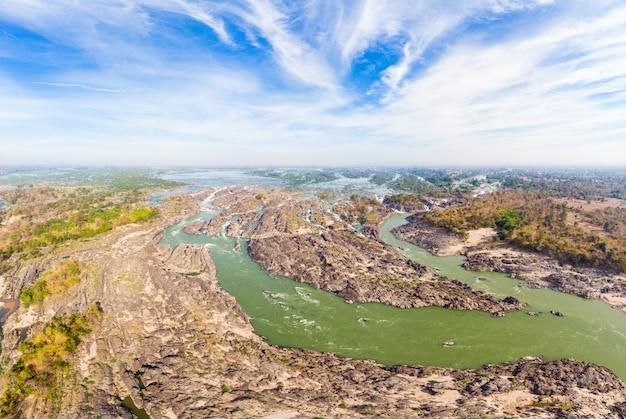 ラオス、リピの滝、東南アジアの有名な旅行先のバックパッカーの空中パノラマ4000島メコン川