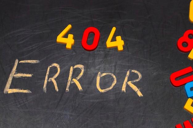 404エラー-黒い黒板に白いチョークで手書きされたメッセージ