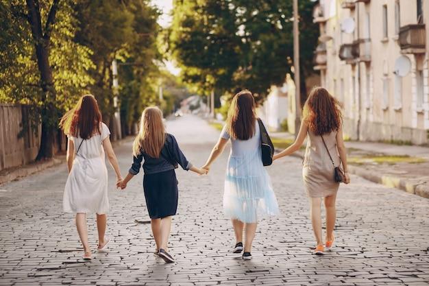 4人の美しい女の子