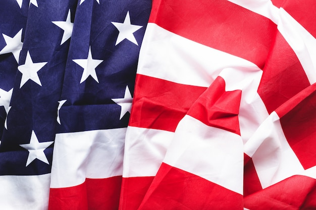 Фон флаг сша. американский национальный флаг как символ демократии, патриота, сша или 4 июля. макрофотография текстуры флаг соединенных штатов америки или флаг сша