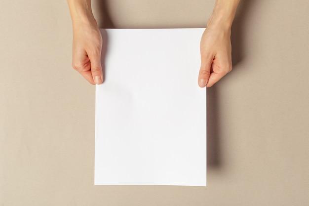 Рука документы формата а4