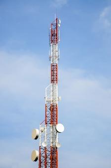 携帯電話の塔と4gと5gシステム