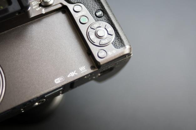 ロゴマイクロフォーサーズ、4k、wifiをカメラで閉じます