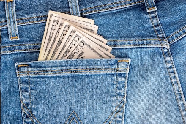 50米ドルの通貨、ジーンズのポケットにお金。