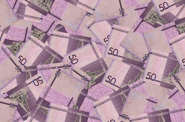 50ドミニカペソ紙幣は大きな山にあります。豊かな生活の概念的な壁。巨額